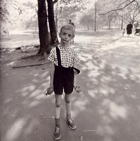 Diane Arbus Child with a toy hand grenade in Central Park, N.Y.C. 1962  © The Estate of Diane Arbus Tate Modern 2011
