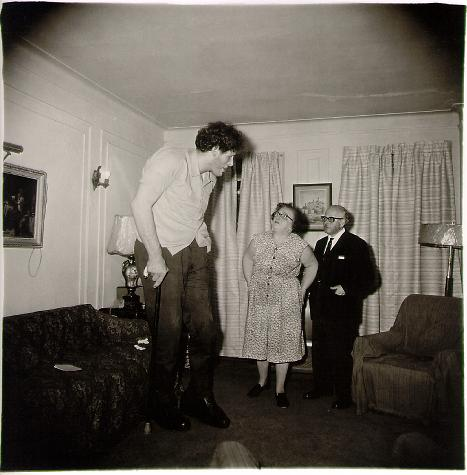 Diane Arbus: A Jewish giant at home with his parents in the Bronx, N.Y. 1970  © The Estate of Diane Arbus Tate Modern 2011