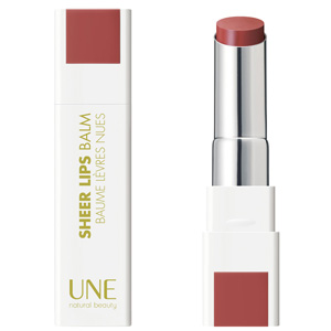 Une sheer lips balm