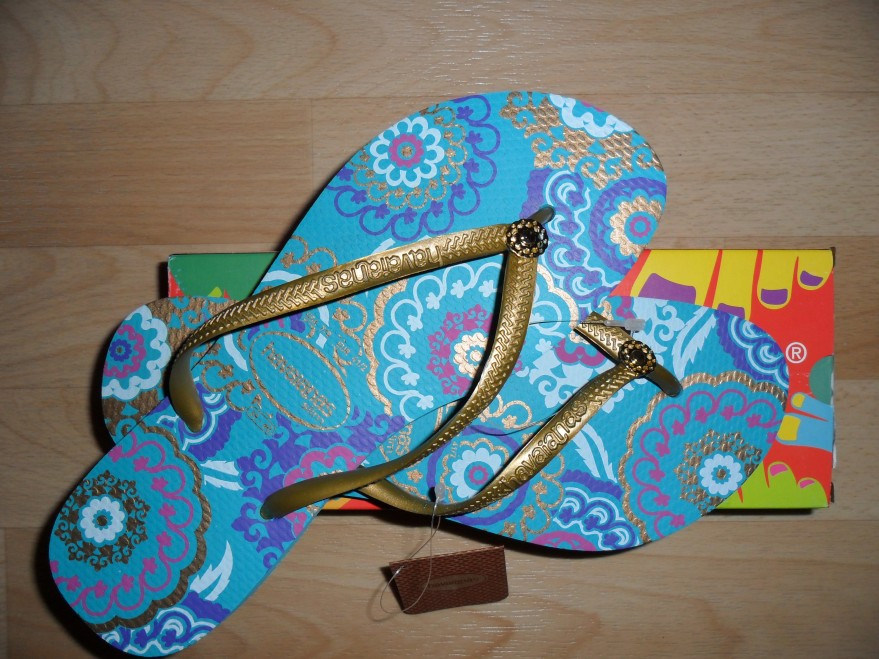 Havianas 2011 turquoise gold flip flops sandals