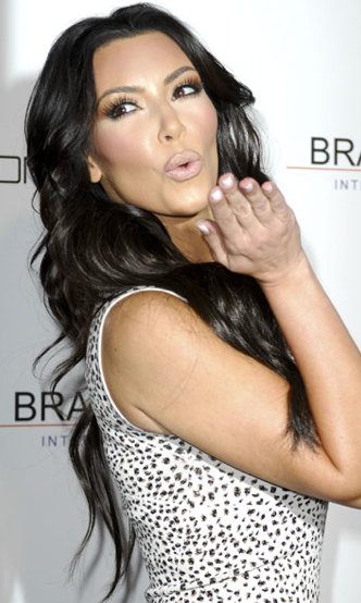 white nails Kim Kardashian white manicure Kim Kardashian white nails Kim Kardashian beauty tips