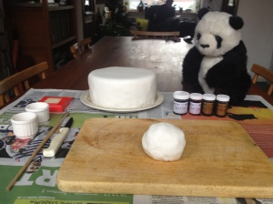 Panda Claus Christmas cake how to decorate a Christmas cake fondant icing cake decorating fondant icing animals fondant icing panda christmas cake decorating ideas christmas cake fondant icing