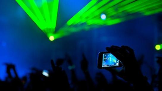 smartphones, should filming at gigs be banned?, live shows